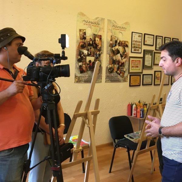 «Օտար ամայի ճամփեքի վրա» հաղորդման նկարահանող խումբը՝ «Դանիելյան» արվեստի կենտրոնում